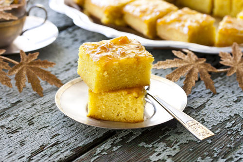 cake with semolina, turmeric and apricot jam