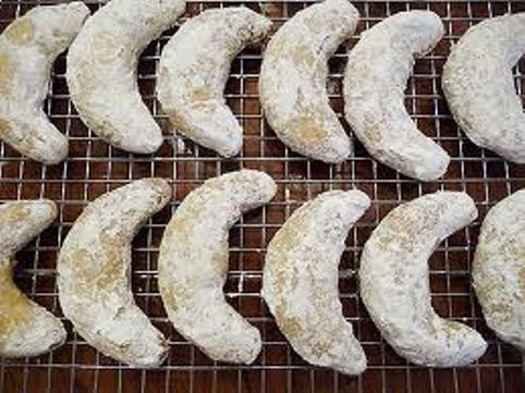 ALMOND-SHORTBREAD-CRESCENTS