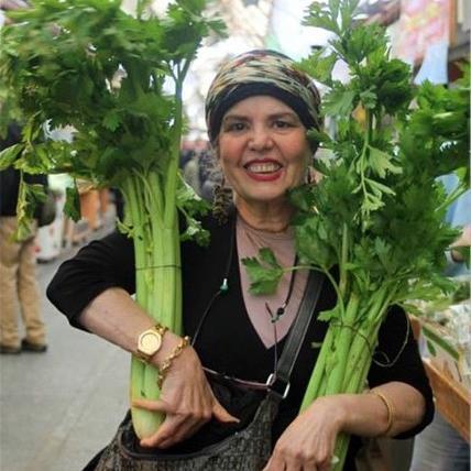 levana-holding-celery